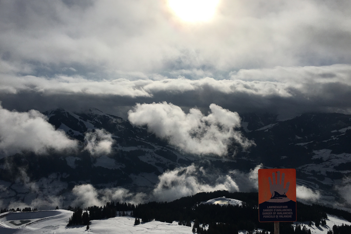 Moody SkiWelt panorama, avalanche warning sign